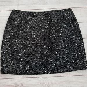 Tahari black and white skirt size 14P